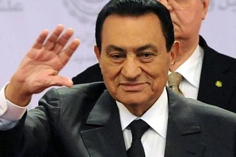 حسني مبارك يظهر لأول مرة منذ عام 2011 - فيديو