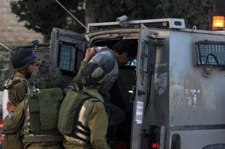 الاحتلال يعتقل شابين من قلقيلية