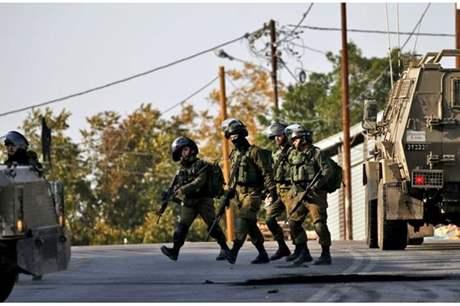 الاحتلال يعتقل 13 مواطناً فلسطينيا من الضفة بينهم طفل جريح