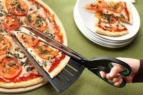 لماذا تقطّع البيتزا بالمقص في إيطاليا !