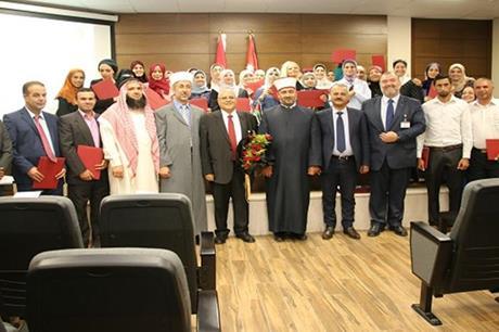 """برعاية قاضي القضاة.. """"الشرق الأوسط"""" تحتفل باختتام دورة الإرشاد الأسري لفوجي عمان ومأدبا"""