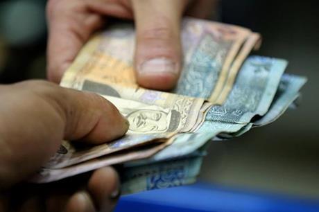 ترجيح تحويلات نقدية لأسر متضررة من كورونا قريبا