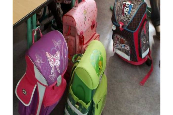 ad17ab9167279 ثقل الحقيبة المدرسية تشويه لبنية الجسم - الوكيل الاخباري